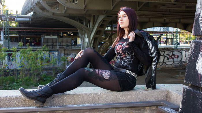 Spiral meets Five Finger Death Punch – das Assassin Longsleeve