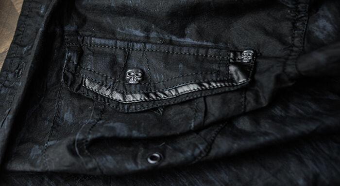 Totenköpfe auf schwarzen Hemden sind sooo cool!