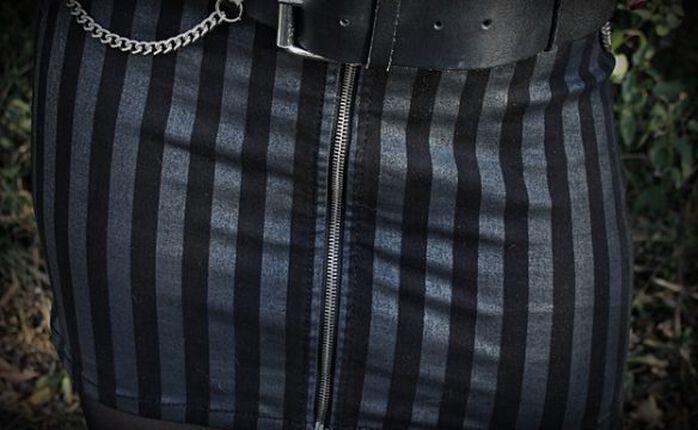 Zurück in die 80s mit dem Striped Zip Skirt von Rock Rebel