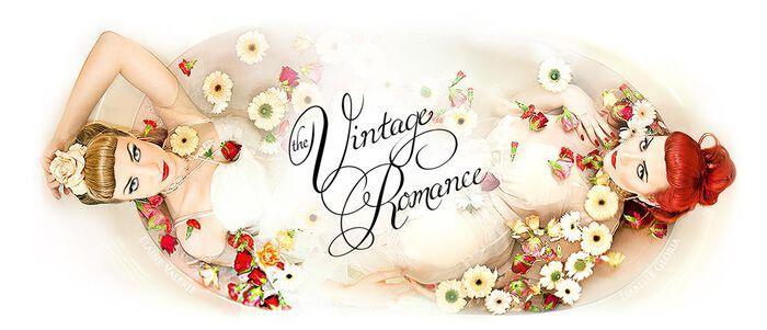 """Elaine und Isabelle von """"The Vintage Romance"""" bei EMP"""
