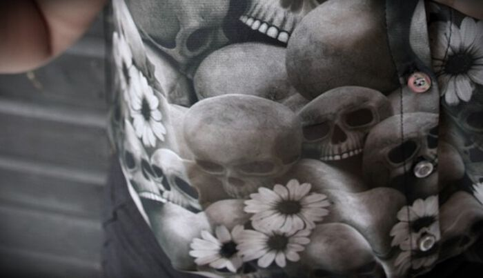 Schicke Schädel: Die Bluse von Fearless Illustration