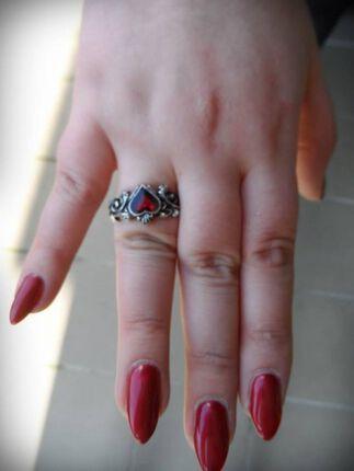 Weil ich ein Mädchen bin... Der Alchemy Gothic Betrothal Ring!