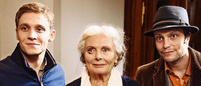 Ruth Maria Kubitschek spielt als FRAU ELLA alle an die Wand