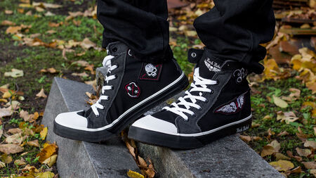 Coole Treter – die Walk The Line Sneaker von Rock Rebel By EMP