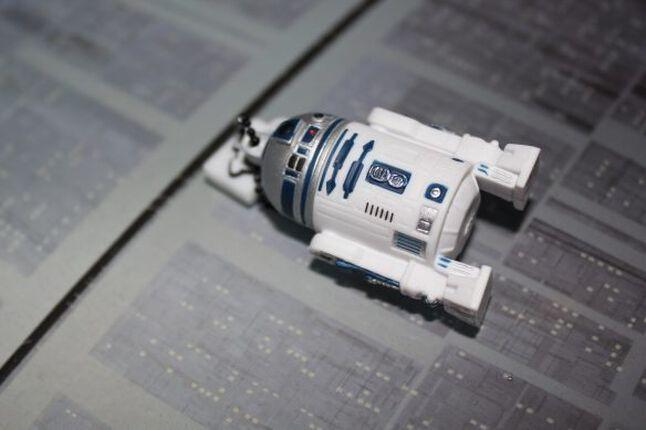 Wripiep, piiiiiieeep! Der R2-D2 USB-Stick