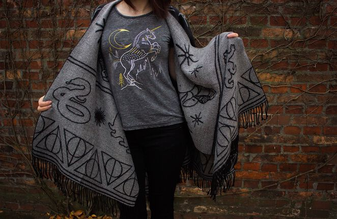 Forbidden Forest – Phoenix Cardigan und Unicorn T-Shirt