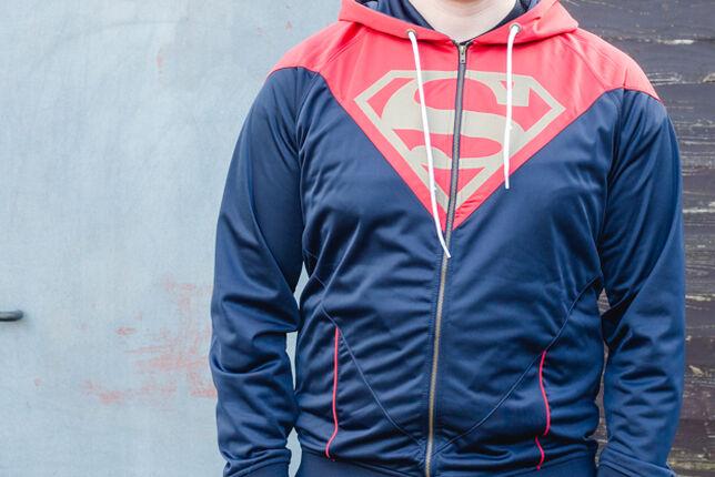 Superman und seine Trainingsjacke