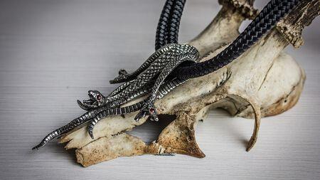 Hypnotisierend – die Hydra Halskette von Alchemy Gothic