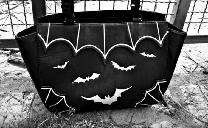 For Bat Girls: Die Badbag von Banned!