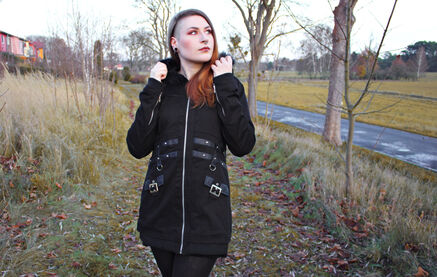 Warm durch den Winter mit der Sara Jacket von Heartless