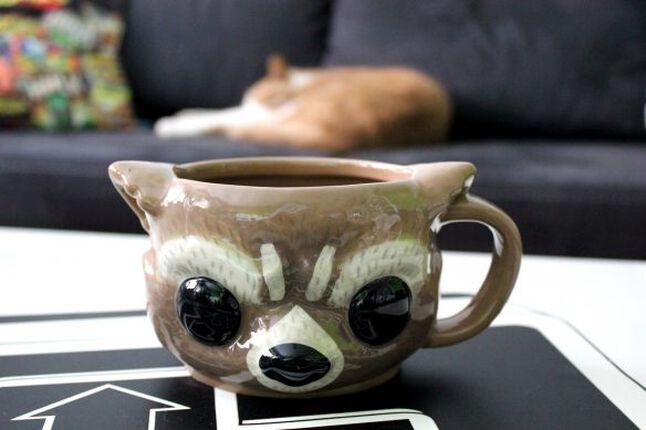Funko Pop! Rocket Raccoon-Figur und -Tasse