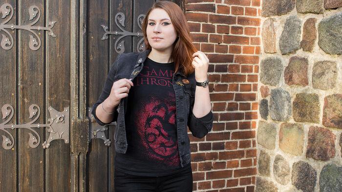 Feuer und Blut – das House Targaryen T-Shirt und das GoT Haus Wappen Button-Set