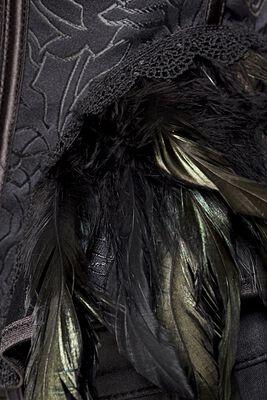 Gothic-Corsage mit Federn