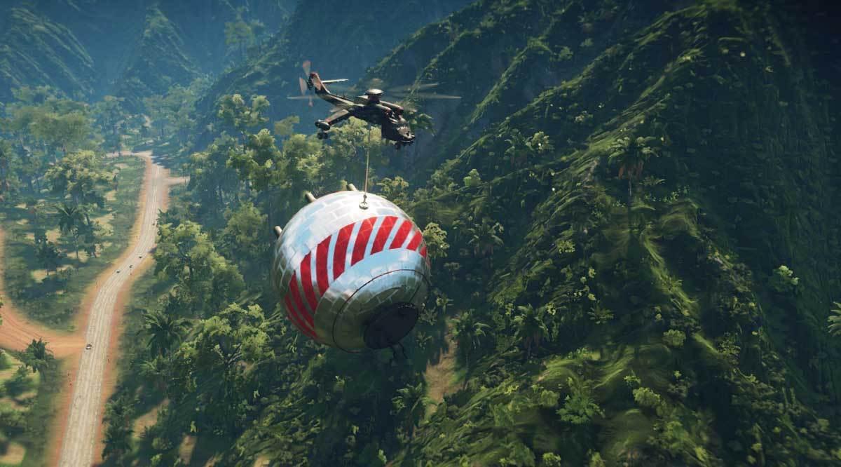 Seinen Fallschirm hat Rico natürlich noch immer - und der Wingsuit kann erweitert werden.